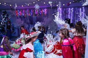 На Новогоднем карнавале нет места скуке и печали